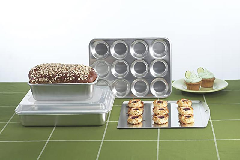 Clean Aluminum Bakeware